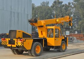 Non-slewing Mobile Crane width=